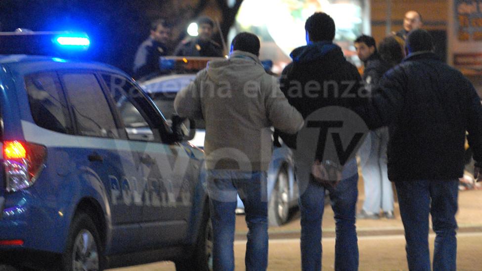 poliziotti arresto