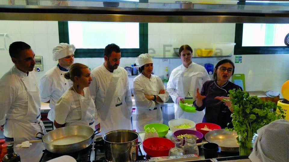Un corso per chi vuole imparare a cucinare: abc della cucina